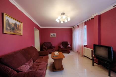Сдается 2-комнатная квартира посуточно в Томске, Советская 98.