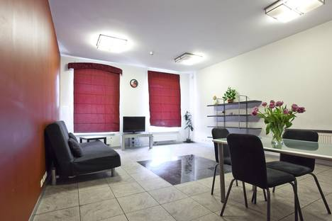 Сдается 2-комнатная квартира посуточно, набережная реки Фонтанки, 47.