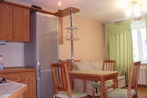 Сдается 3-комнатная квартира посуточно в Кирове, ул. Ленина, 134к1.