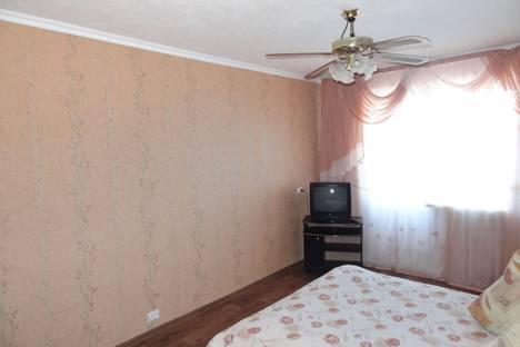 Сдается 1-комнатная квартира посуточно в Ачинске, м-н 5   дом 19.