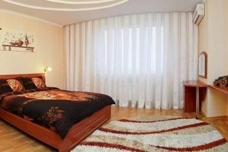 Сдается 2-комнатная квартира посуточно в Киеве, Александра Мишуги улица, д. 12.