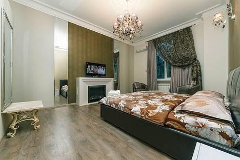 Сдается 3-комнатная квартира посуточно в Киеве, Крутой спуск, д. 6а.