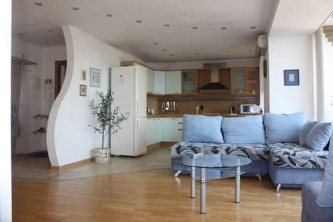Сдается 3-комнатная квартира посуточнов Кстове, ул. Ошарская, 88.