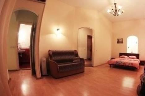 Сдается 1-комнатная квартира посуточно в Киеве, Бассейная улица, д. 12.
