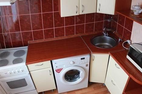 Сдается 1-комнатная квартира посуточно в Тобольске, 4 мкр, 3.