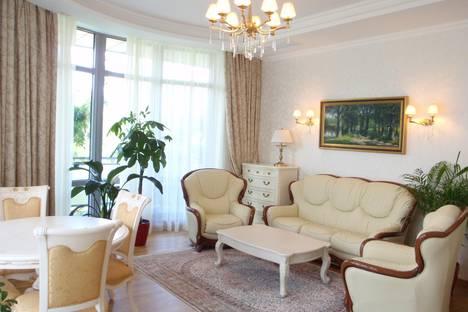 Сдается 3-комнатная квартира посуточно в Алуште, ул.Ленина,10.