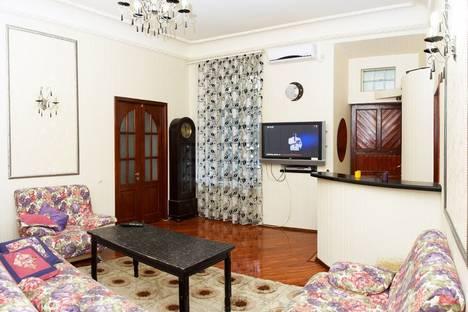 Сдается 3-комнатная квартира посуточно в Одессе, Дерибасовская улица, д. 19.