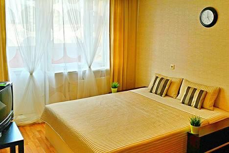 Сдается 1-комнатная квартира посуточно в Екатеринбурге, ул. Репина, 101.