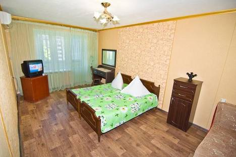 Сдается 1-комнатная квартира посуточно в Феодосии, Боевая улица, д. 7.