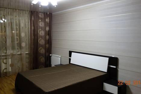 Сдается 2-комнатная квартира посуточно, ул. им Сергея Максютова, 7.