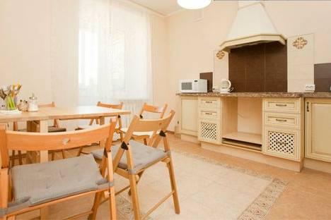 Сдается 2-комнатная квартира посуточнов Казани, Чистопольская, 64.