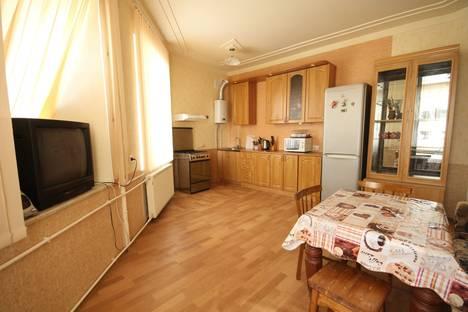 Сдается 2-комнатная квартира посуточнов Санкт-Петербурге, ул. Ленина, 28.