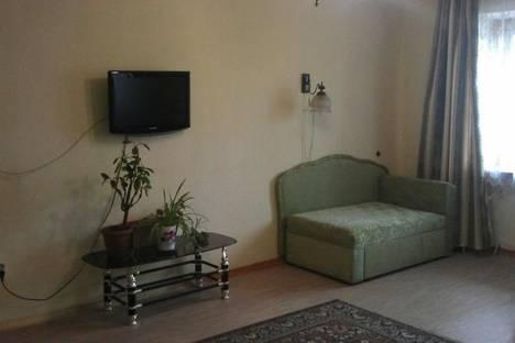 Сдается 3-комнатная квартира посуточно в Улан-Удэ, ул. Бабушкина, дом 15.