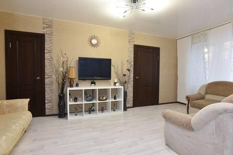 Сдается 2-комнатная квартира посуточно в Екатеринбурге, ул. Вайнера, 66а.