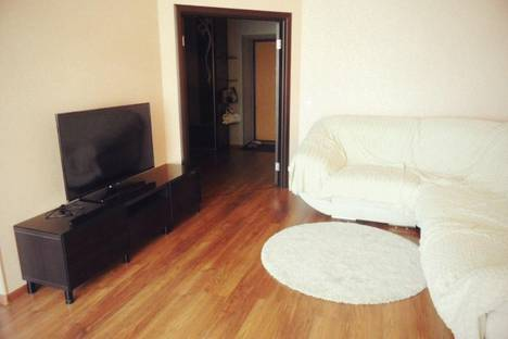 Сдается 2-комнатная квартира посуточнов Серове, ул. Ленина, 183.