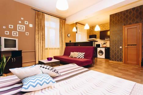 Сдается 1-комнатная квартира посуточнов Екатеринбурге, Первомайская  63.