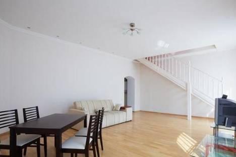 Сдается 2-комнатная квартира посуточно в Львове, ул. Ярославы Стецько, 9.