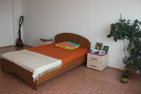 Сдается 3-комнатная квартира посуточно в Иркутске, ул. Байкальская, 318.