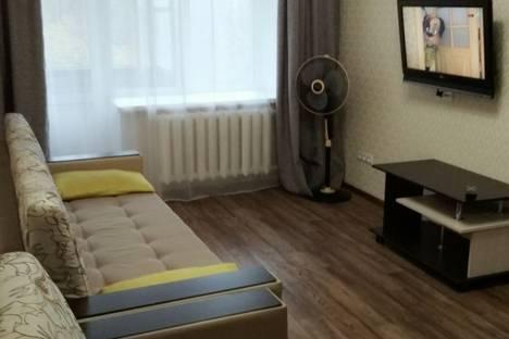 Сдается 2-комнатная квартира посуточно в Орске, проспект Ленина, 22.