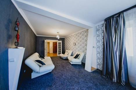 Сдается 3-комнатная квартира посуточно в Оренбурге, Комсомольская 124/1.