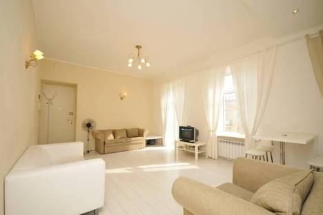 Сдается 2-комнатная квартира посуточнов Санкт-Петербурге, ул. Рубинштейна 30.