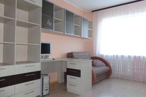 Сдается 3-комнатная квартира посуточно в Омске, ул. Степанца, 14.