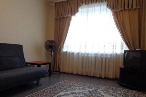 Сдается 3-комнатная квартира посуточнов Омске, ул. 70 лет Октября, 22.