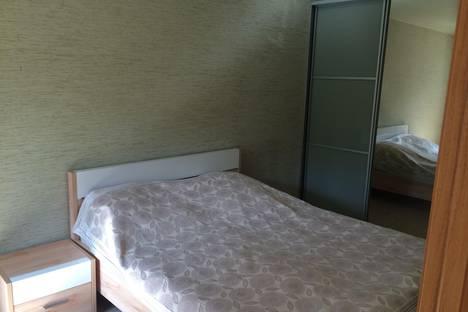 Сдается 2-комнатная квартира посуточно в Ангарске, 6 микрорайон дом 13.
