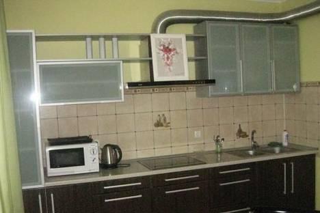Сдается 2-комнатная квартира посуточно, ул. Зодчих , 16.