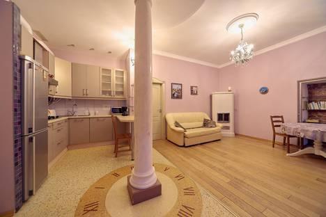 Сдается 2-комнатная квартира посуточно в Санкт-Петербурге, переулок Соляной, д.14.