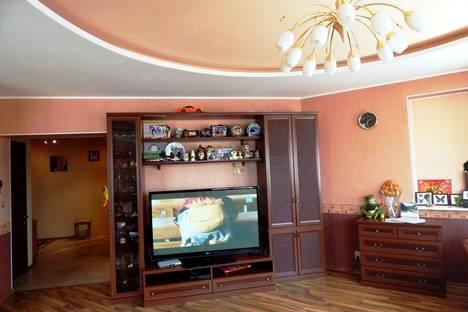 Сдается 2-комнатная квартира посуточно в Ханты-Мансийске, ул. Коминтерна, 8.