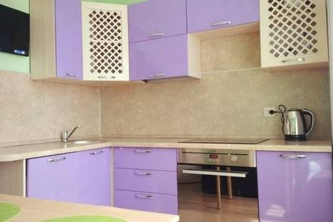 Сдается 2-комнатная квартира посуточно в Серове, ул. Ленина, 135.