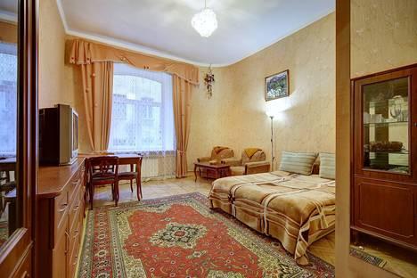 Сдается 1-комнатная квартира посуточно в Санкт-Петербурге, ул. Средняя Подьяческая, д.9.