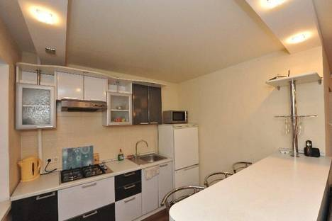 Сдается 3-комнатная квартира посуточно в Волгограде, Калинина, 25.