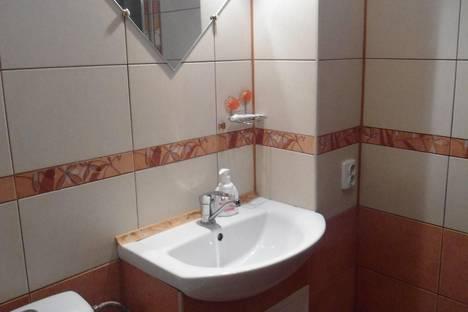 Сдается 2-комнатная квартира посуточно в Керчи, гайдара 7.