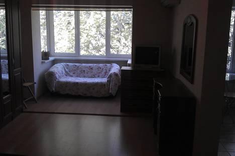 Сдается 1-комнатная квартира посуточно в Сочи, ул. Красных Партизан, 4.