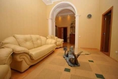 Сдается 2-комнатная квартира посуточно в Ялте, ул. Ленина, 13.
