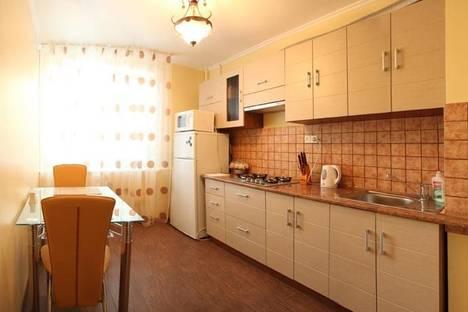 Сдается 2-комнатная квартира посуточно в Николаеве, улица Адмирала Макарова, 56.