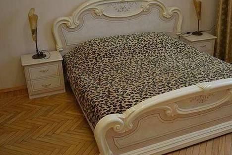 Сдается 3-комнатная квартира посуточно, ул. Г.Петрова, 4.