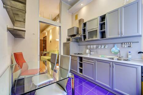 Сдается 3-комнатная квартира посуточнов Санкт-Петербурге, Невский пр., 65 (М2).