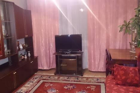 Сдается 2-комнатная квартира посуточно в Омске, ул. Куйбышева, 144.