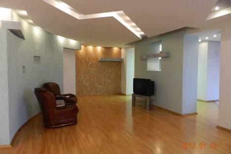 Сдается 3-комнатная квартира посуточно в Днепре, ул. Свердлова, 26.