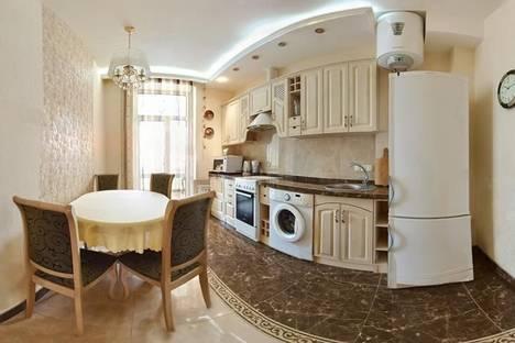 Сдается 3-комнатная квартира посуточно в Харькове, ул.Петровского, 7.
