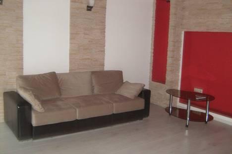 Сдается 3-комнатная квартира посуточно в Барановичах, пл. Ленина 1.