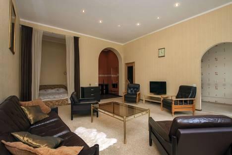 Сдается 1-комнатная квартира посуточно в Санкт-Петербурге, ул. Восстания, д.31.