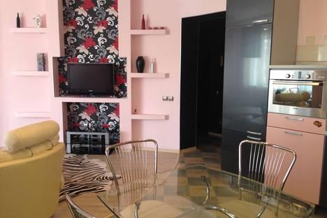 Сдается 2-комнатная квартира посуточно в Ханты-Мансийске, ул. Рябиновая, 9.