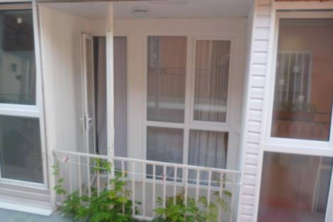 Сдается 1-комнатная квартира посуточнов Сочи, ул. Лазурная, 7.
