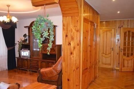Сдается 3-комнатная квартира посуточно в Ровно, ул. Соборная, 416.