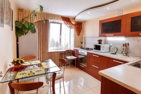 Сдается 2-комнатная квартира посуточно в Волжском, ул. Оломоуцкая, 44.