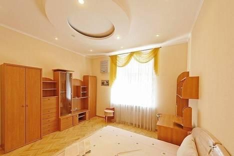 Сдается 2-комнатная квартира посуточно в Киеве, ул. Тверская, 6.